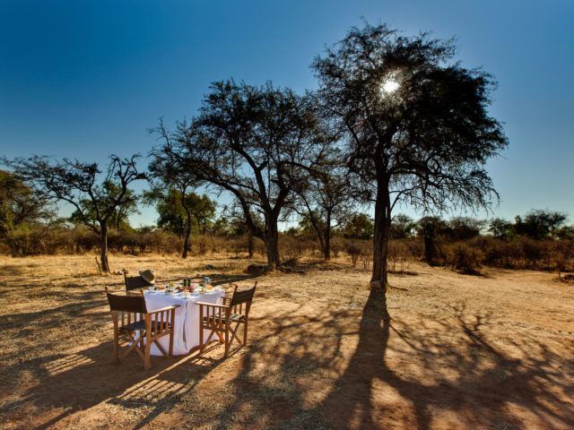 https://www.safariventures.com/wp-content/uploads/2019/02/Mokuti_Etosha_Lodge_-_Bush_Breakfast-640x480.jpg